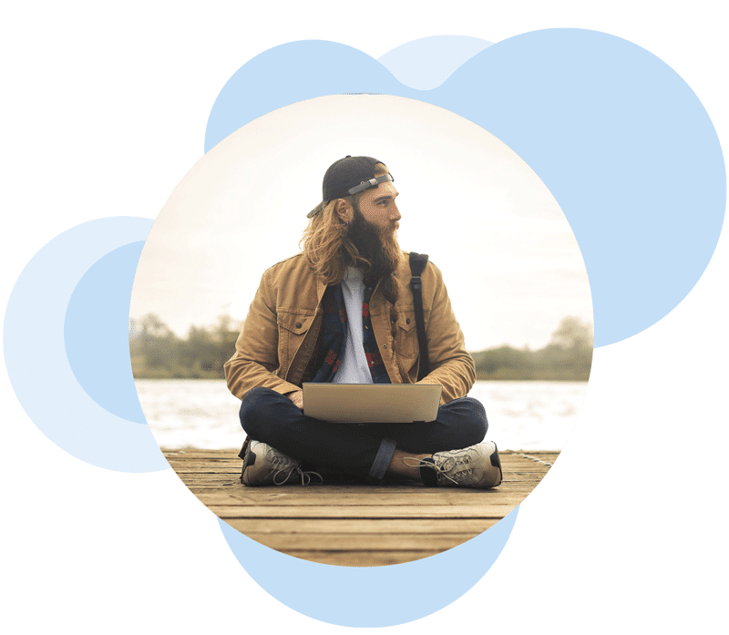 Hipster man working on his laptop while enjoying nature and using Extilum Desktop-as-a-Service solution
